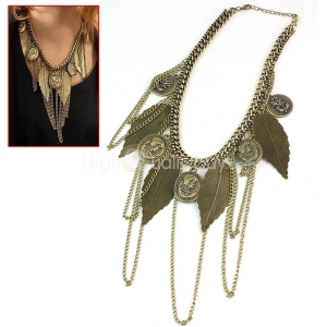 In love with this vintage bohemian leaf neck piece