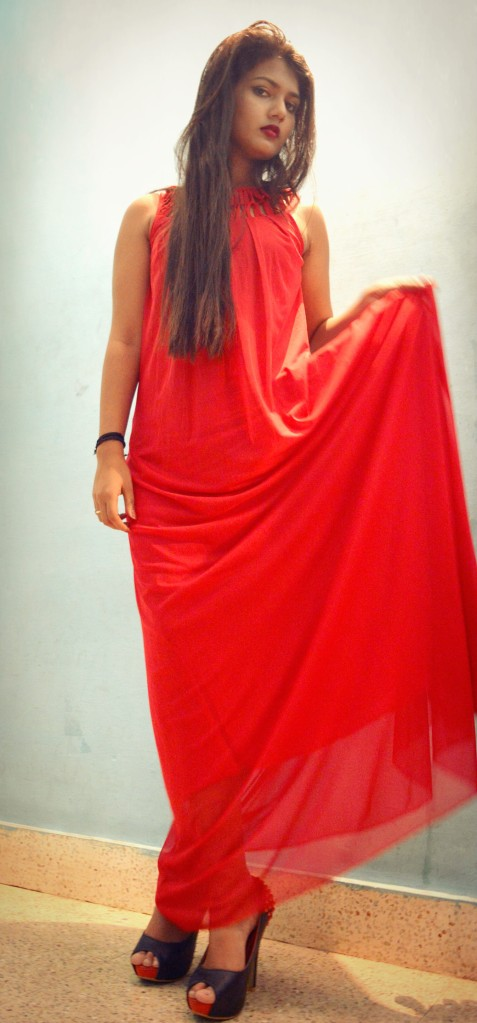 Red evening dress worth 4000INR from Klozee.com
