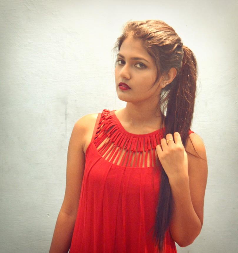 Red evening dress worth 4000INR from Klozee.com