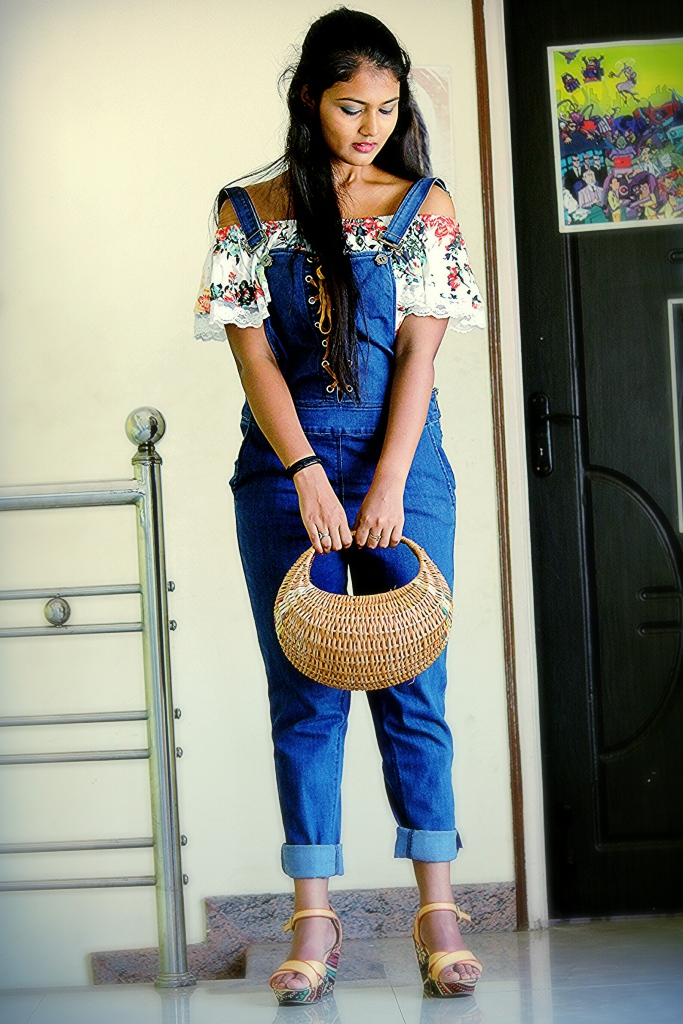 How to wear dungarees/Overalls